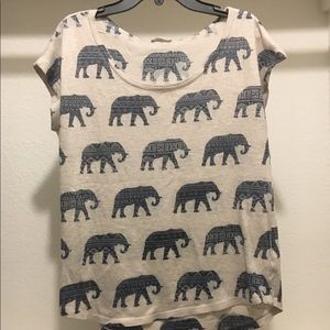 Tops - Women's top with printed elephants
